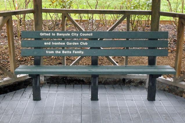 Memorial Kimberley Seat