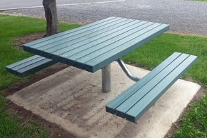 Peninsular Setting recycled plastic slats